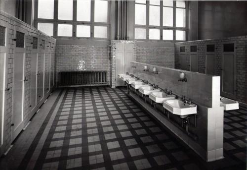 Toilettes 2 Bas Cour basse